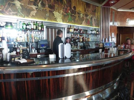 Queen Mary mural bar
