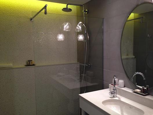 Renaissance Aix bathroom