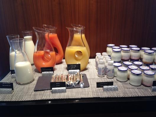 Renaissance Aix breakfast