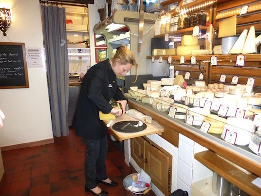 Le Food Tour - cheese store